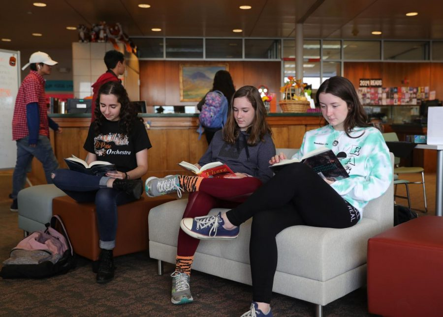 (Left to right) Junior, Celine Dipp along with sophomores, Madeline McCormack, Abigail Galindo start their day off with the pleasure of reading before the start of their school day.